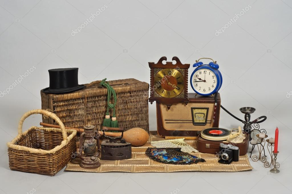 Vintage objects stock photo paulmalaianu 37561709 for Articulos para decoracion de interiores