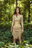 Fotografie wildes Mädchen im Wald