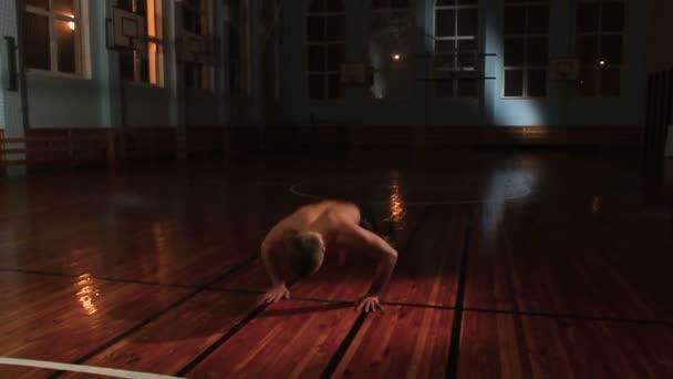 největší video s prsa sex