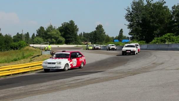 https://st.depositphotos.com/3001967/4824/v/600/depositphotos_48241791-stock-video-group-of-racecars-rushing.jpg