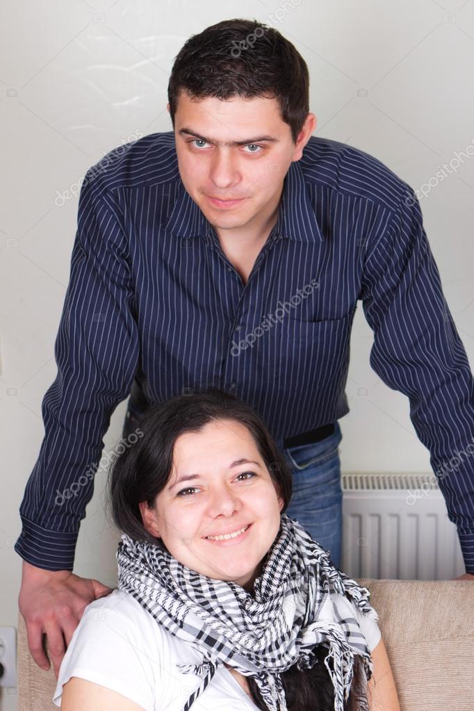 Семейная пара и молодая женщина фото 402-800