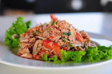 Thai spicy tuna salad with onion and tomato