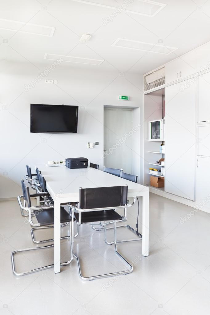 Oficina Moderna Con Muebles Blancos Armario Escritorio De La