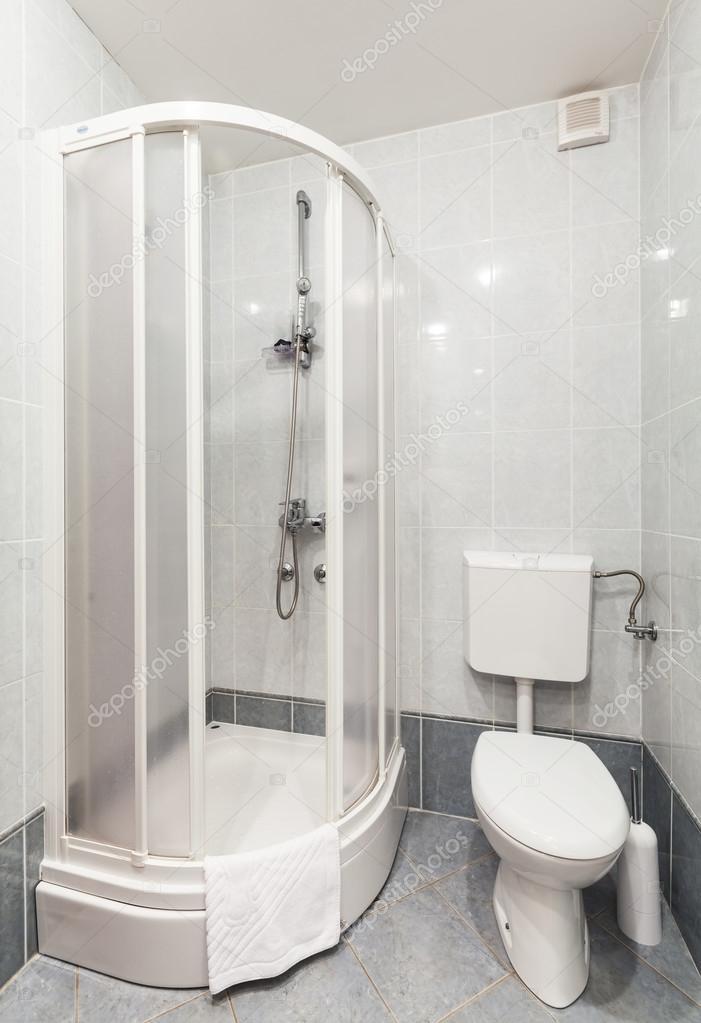 modern fürdőszoba zuhanyozófülkével és WC-ülés — Stock Fotó © deymosd #44166279