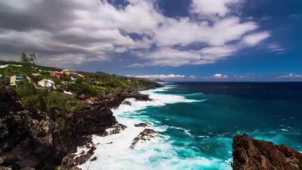 pobřeží s útesy timelapse v la Réunion, saint pierre