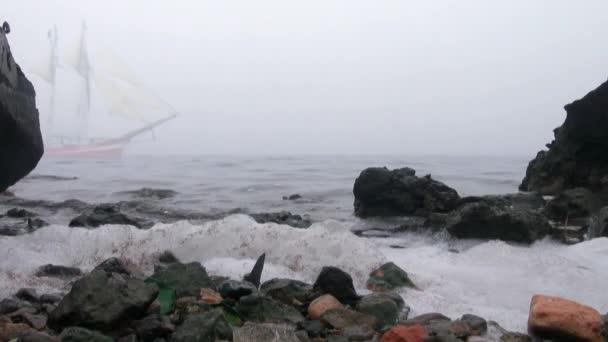 vitorlás hajó, teljes jogú vitorla kijön köd