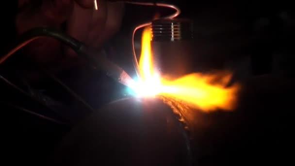 plynové svařování kovovou trubkou rostlin