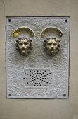 Fotografie Antike steinerne Glocke Türsprechanlage in Venedig