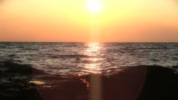 arany naplemente tengeri hullám