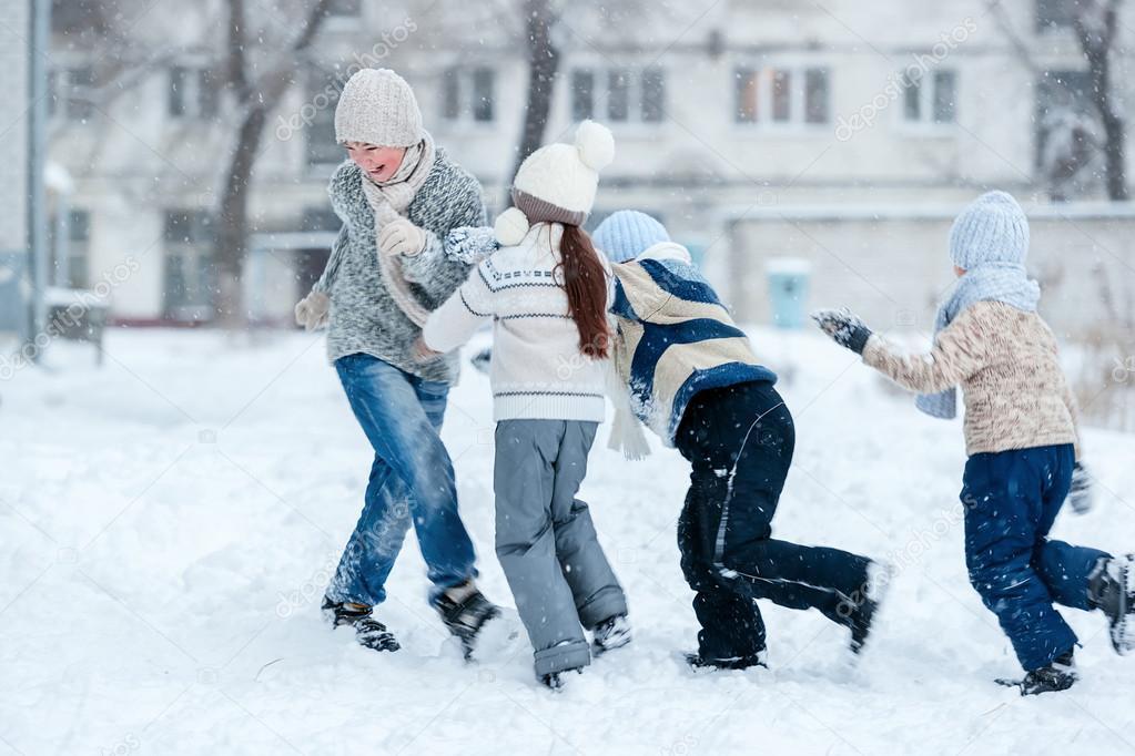 Imagenes Ninos Jugando En La Nieve Ninos Jugando En La Nieve En