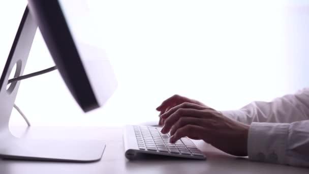 Üzletasszony hitelkártyával online