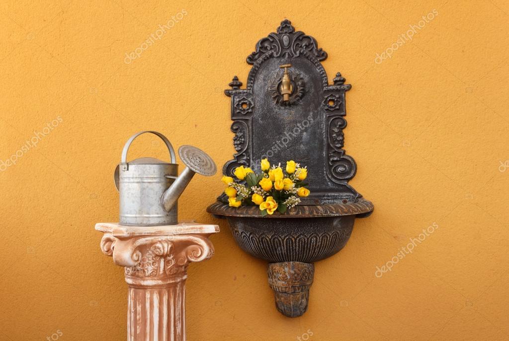 fuente de pared de hierro fundido — Foto de stock © 542014 #43819485