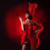Fényképek Burleszk táncos, piros színű, rövid ruha, fekete háttér
