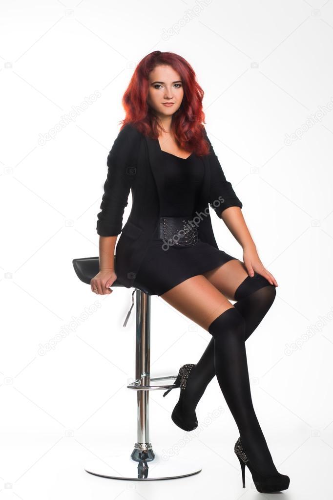 Рыжая красавица на стуле, большие сиськи смотреть