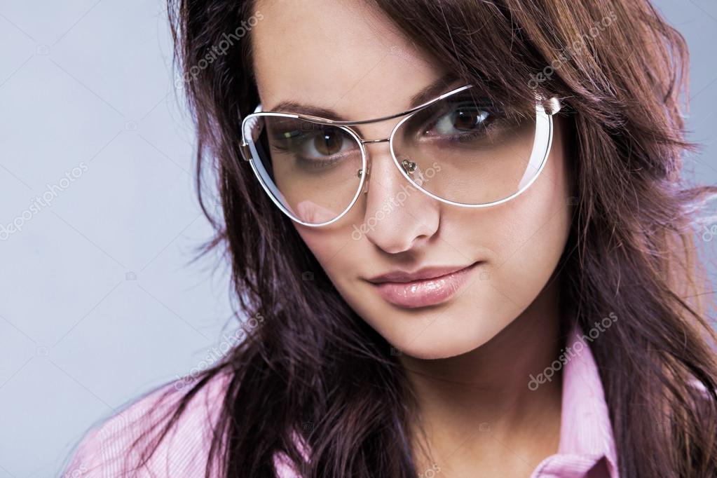 Сексуальная тёлка в очках