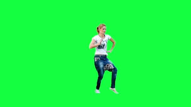 Tanzendes Mädchen vor grünem Hintergrund