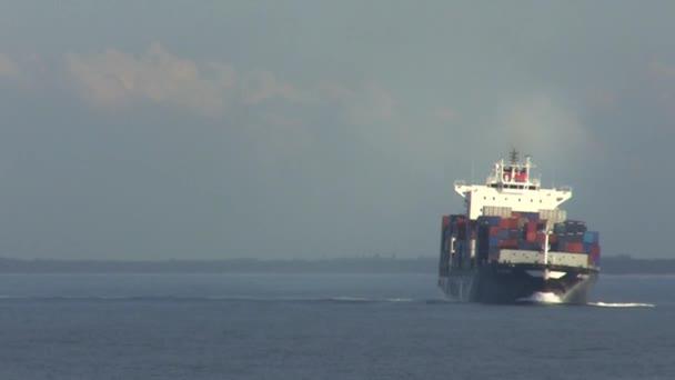 Kontejnerová loď otáčení