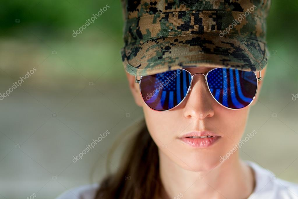 46bed5875 Beautiful US army girl head in combat uniform — Stock Photo ...