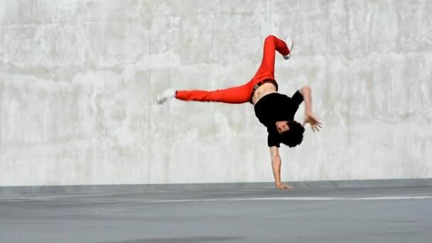 breakdancer na parkování