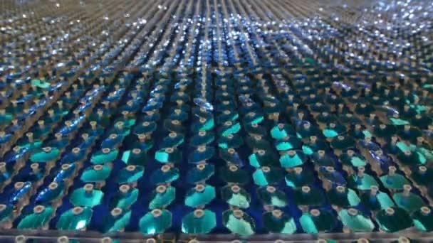 modré flitry reflexní pozadí na zdi, full hd