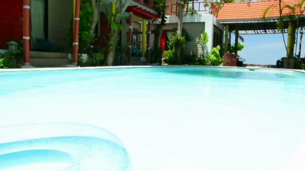 plavecký bazén a vnitřní trubice, full hd