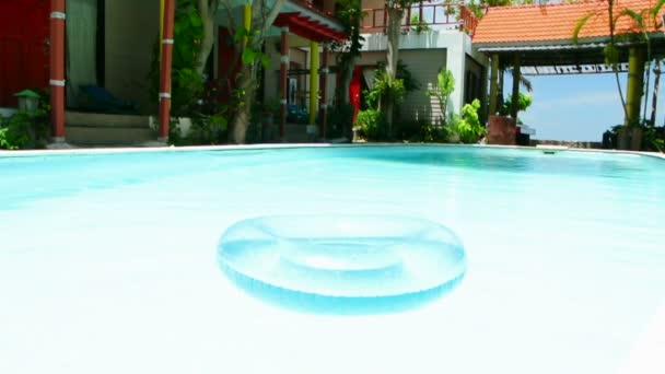 plavecký bazén a vnitřní trubice, full hd.
