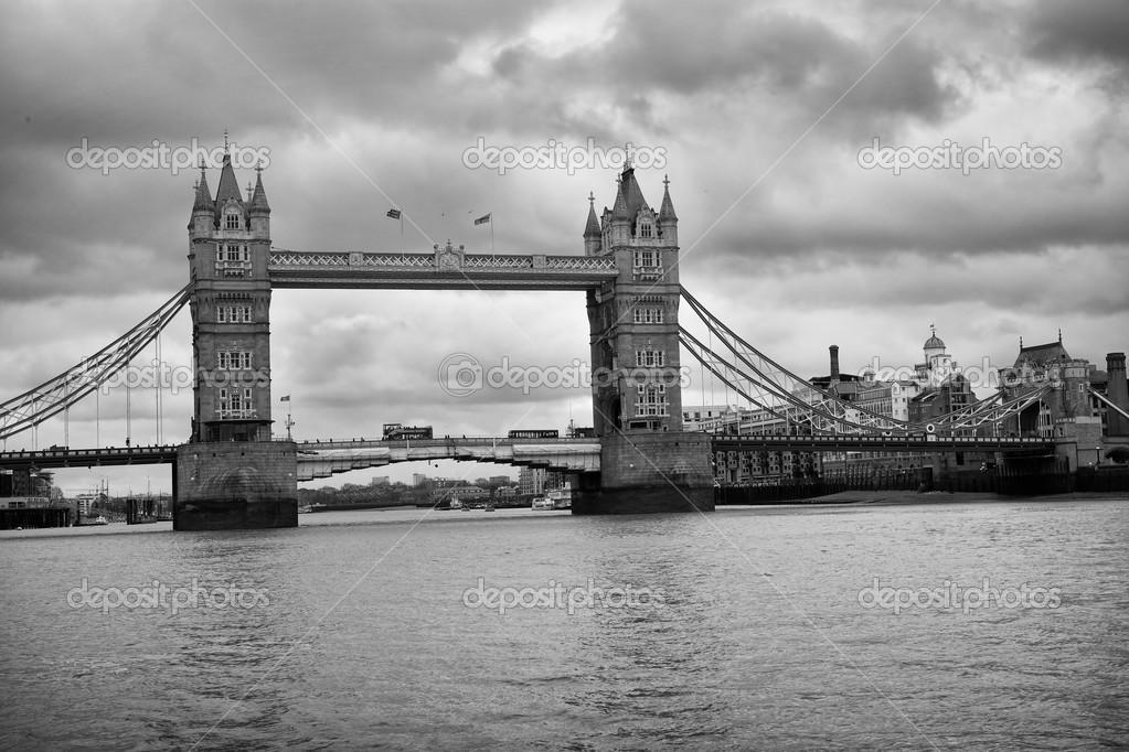 Tower bridge londres uk noir et blanc photo 47483589 - Tableau londres noir et blanc ...