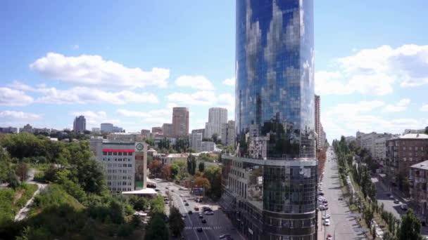 Letecký pohled. kancelářské budovy s proskleným průčelím. Kyjev. Ukrajina
