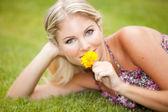 Nő a fű, virág