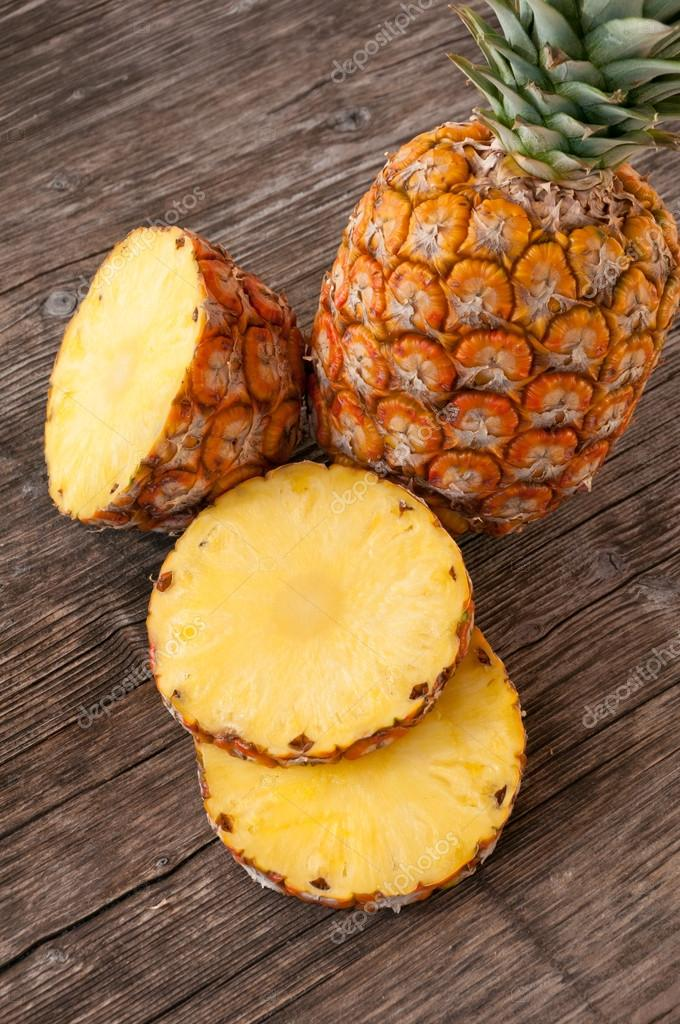 Ripe cut pineapple