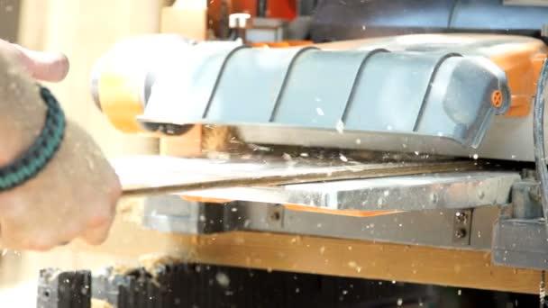 dřevo hoblování super slow motion