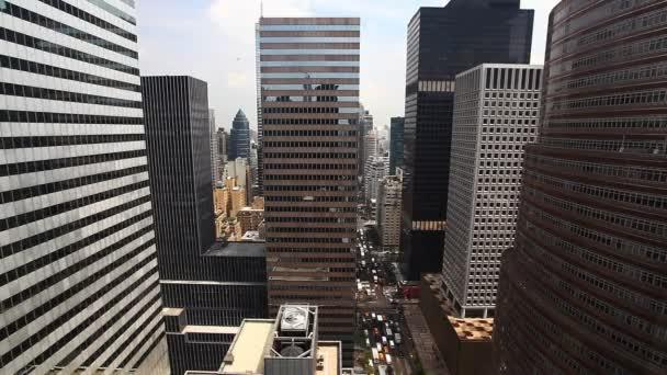 Letecký pohled na rušné křižovatce v Manhattanu