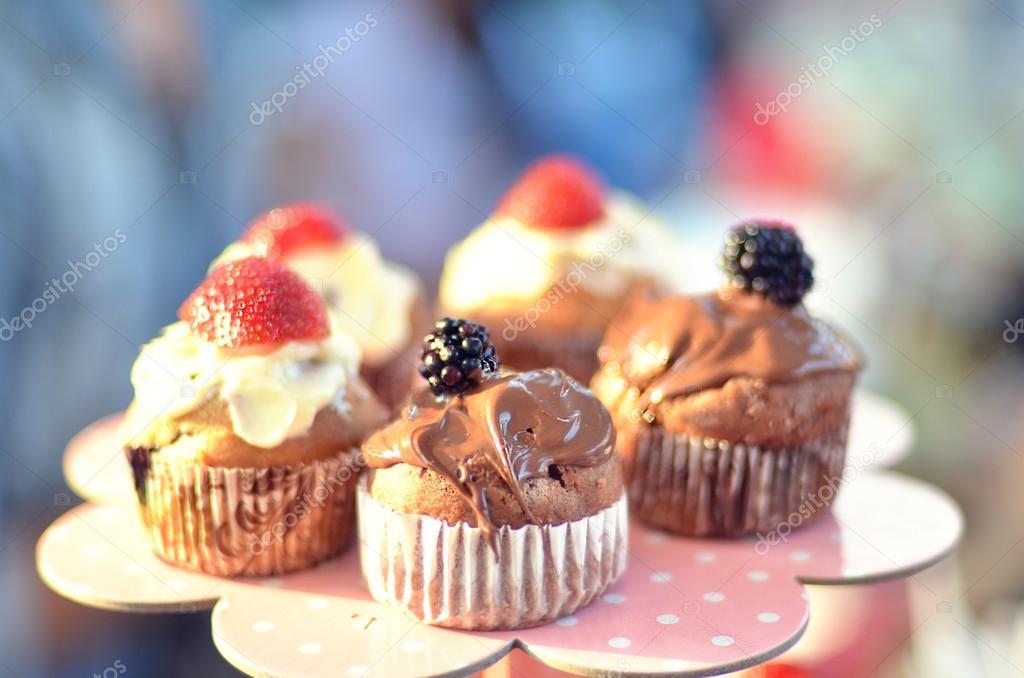 Hochzeit Cupcakes Stockfoto C Whoopee 40983389