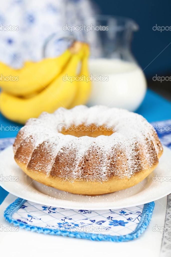 charlotte with powdered sugar and banana