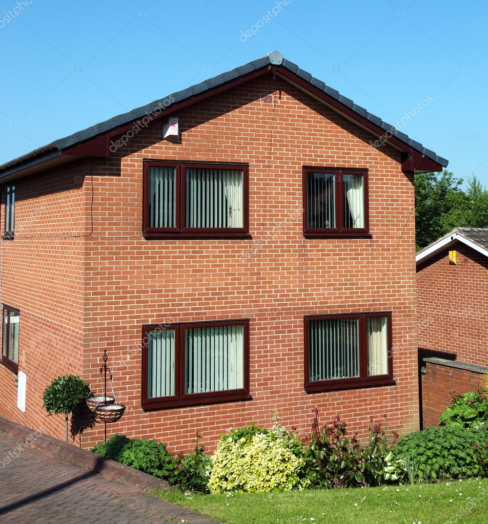 Casa de ladrillo rojo fotos de stock alpin78 41286163 for Casas de ladrillo visto fotos