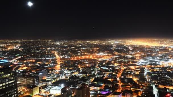 centro città la notte paesaggio urbano tempo lasso luna sorgere