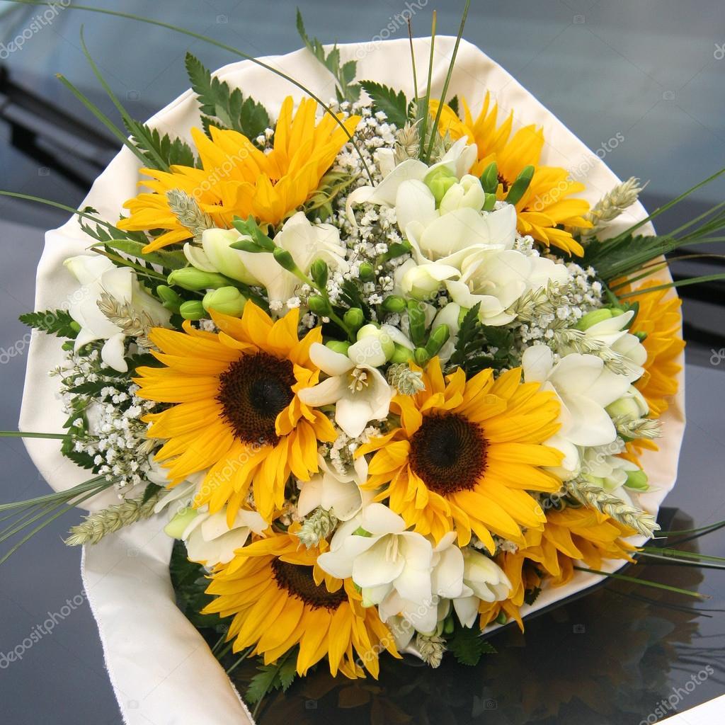 Matrimonio Girasoli E Rose Bianche : Bouquet di girasoli — foto stock marcoscisetti