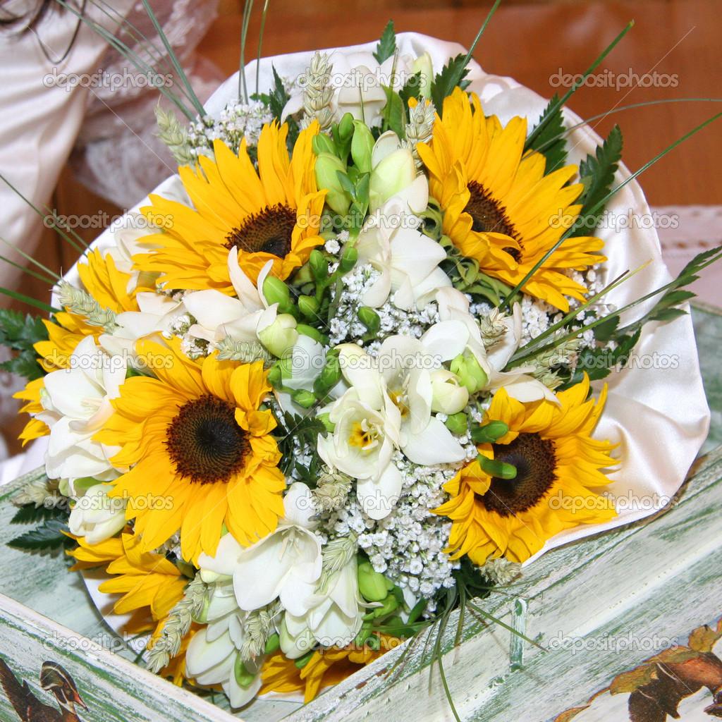 Blumenstrausse Von Sonnenblumen Stockfoto C Marcoscisetti 45591489