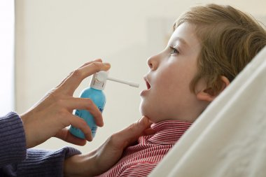 CHILD USING SPRAY IN MOUTH