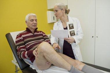 LEG, SYMPTOMATOLOGY IN ELDERLY.P