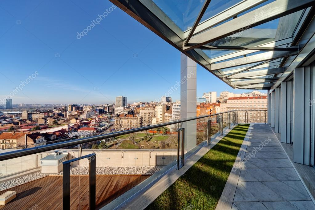 Moderno Edificio Terraza Foto De Stock Vladimirnenezic