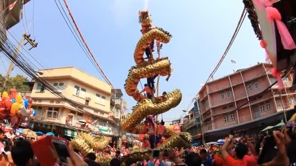 Zlatý drak show pro oslavy čínského nového roku 2014