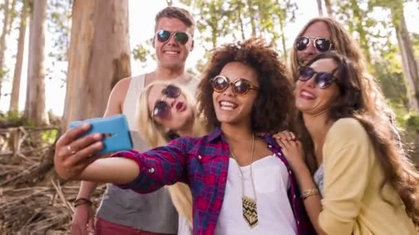 bederní skupina bere selfies