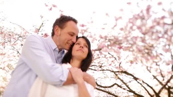 šťastný pár na jaře