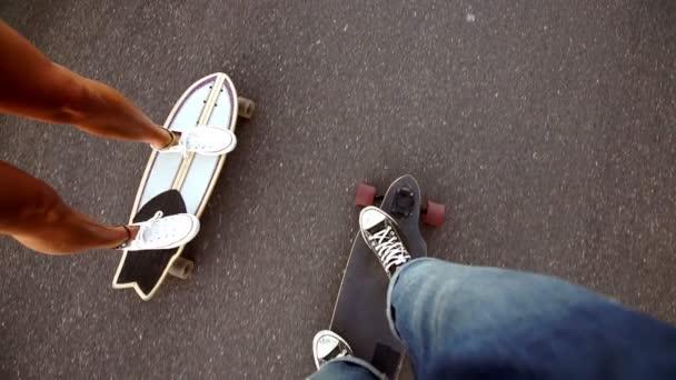 pár na skateboard