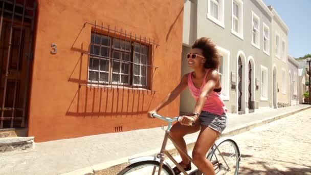dívka na koni na kole
