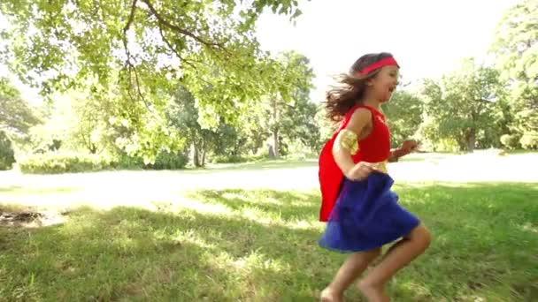 běžící superhrdina dívka