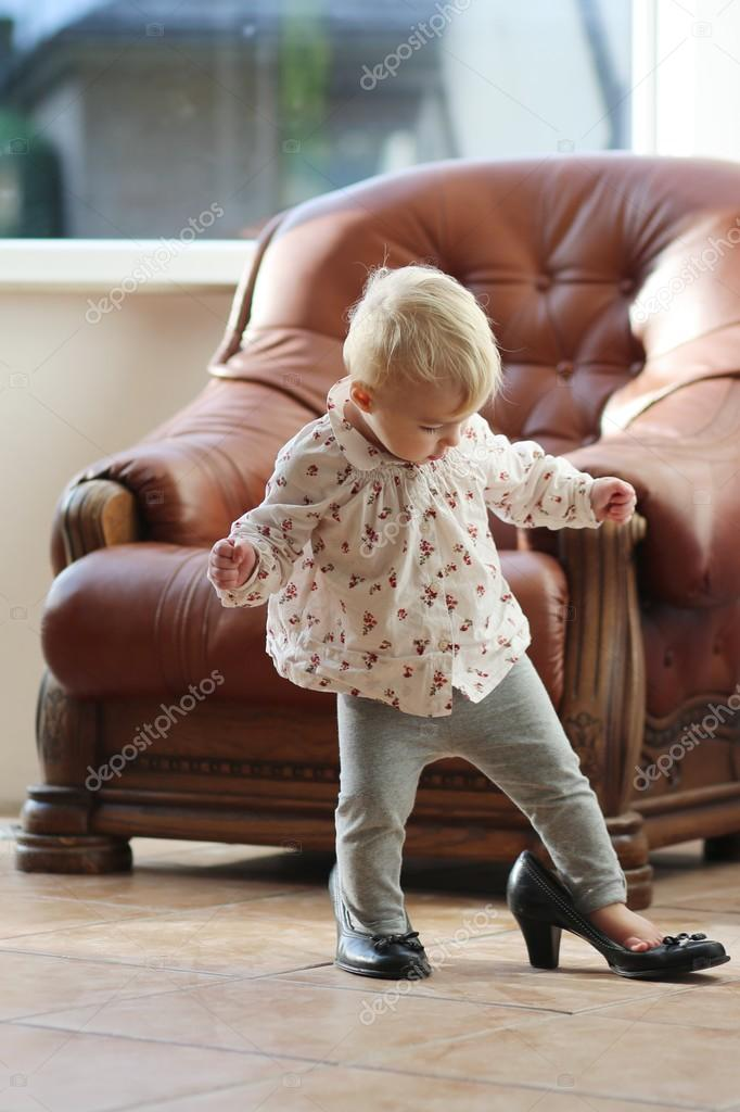 Little girl plastic high heels   Baby