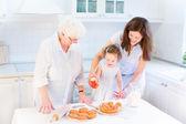 Fényképek sütés a családja egy almás pite nagymama
