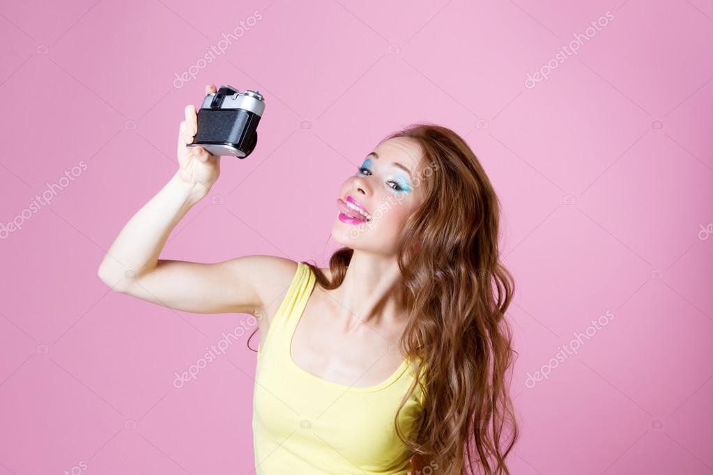 Позирование голых девушек перед камерой блестящая